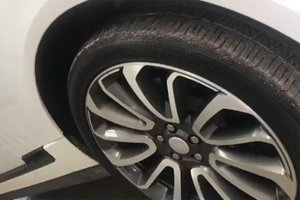 Range Rover Vogue Gloss Black Wheels and Door Moldings